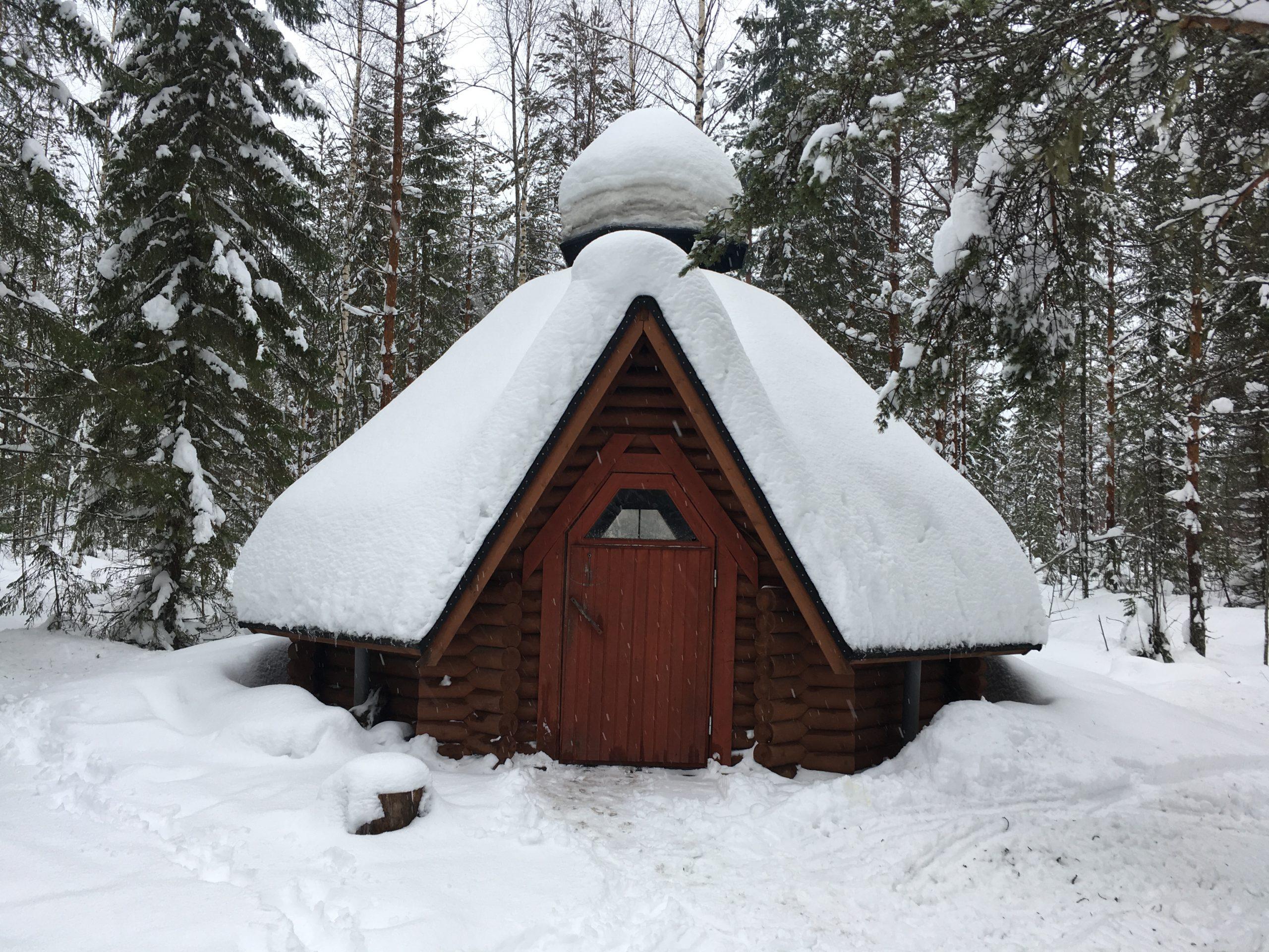 Lumisia ulkoilureittejä ja nuotiotunnelmaa Airakselassa